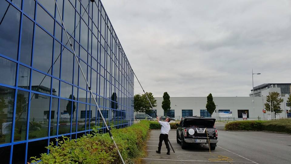 Clarkes Cleaning Services Reach And Wash 5